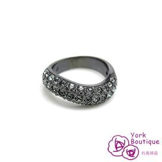 【約克精品】耀眼S流線施華洛元素晶鑽包黑銠金戒指(SGS認證)
