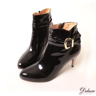 【☆Deluxe☆】有型穿搭-百搭時髦打摺飾扣漆皮皮革短靴(黑)