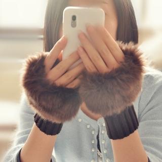 【i 美麗】毛絨絨咖啡色短手套(買一送一)