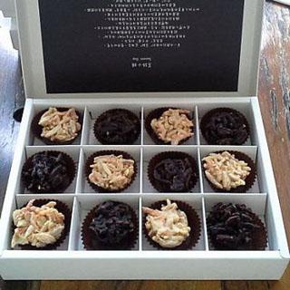 【福灣莊園】櫻花蝦黑白巧克力(12顆)