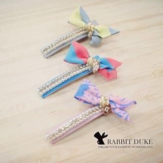 【RD 兔子公爵】經典歐美風格 個性圖紋雙色拼接布珍珠金屬牌吊飾髮夾(三色)