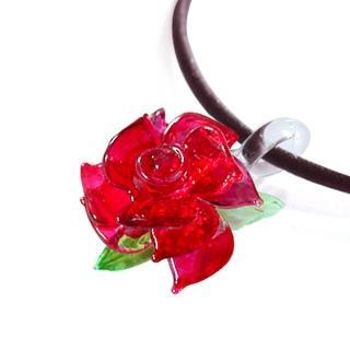 【伊飾童話】熱戀紅凡爾賽*光透玫瑰皮繩項鍊(紅)