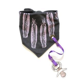 【加拿大Electrik Kidz】羽毛後綁式有機棉圍兜(附奶嘴鏈)