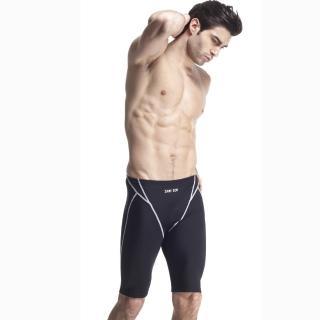 【SAIN SOU】競賽/泳隊/專業用及膝泳褲(加贈矽膠泳帽A57405-01)