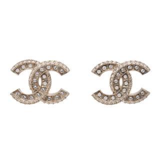 【CHANEL】香奈兒經典CC LOGO大小水鑽鑲嵌造型穿式耳環(金86504-OR)