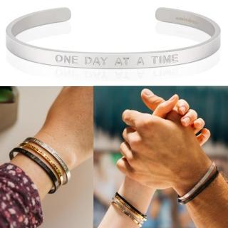 【MANTRABAND】One Day At A Time 認真過好每一天 消光銀男款寬版(悄悄話手環)