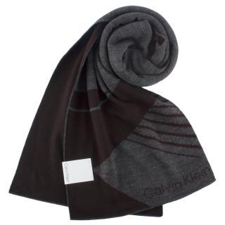 【Calvin Klein】幾何斜紋休閒雙面圍巾(咖啡灰)