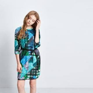 【ICHE 衣哲】滿版印花腰帶七分袖洋裝