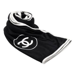 【CHANEL】經典雙C LOGO素面白色邊飾羊絨真絲披肩/圍巾(黑X白52378-BLK WHI)