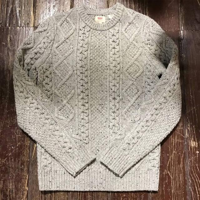 【Levis】圓領羊毛毛衣 / 勾勒織花