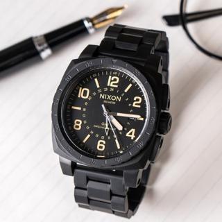 【NIXON】Charger GMT  時尚潮流方形運動腕錶-黑x橘(A1088-1256)