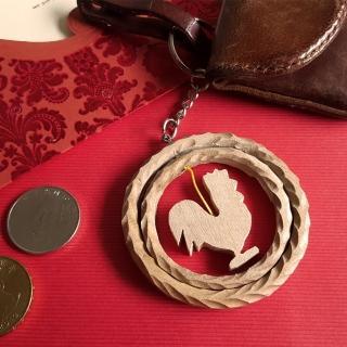 【MU LIFE 荒木雕塑藝品】金雞報喜時來運轉(樟木鑰匙圈)   MU LIFE 荒木雕塑藝品
