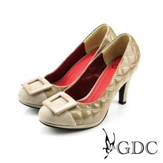 【GDC】經典迷人方型飾釦亮面菱格紋高跟鞋-卡其色(327118)  GDC