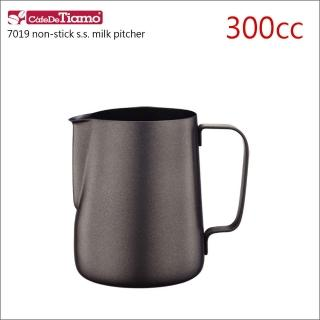 【Tiamo】7019鐵氟龍塗層不鏽鋼拉花杯-300cc(HC7068)   Tiamo