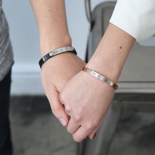 【玖飾時尚】霧面羅馬數字鋼製手環(手環)好評推薦  玖飾時尚