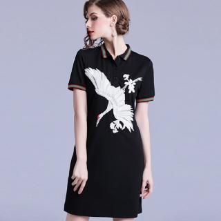 【a la mode 艾拉摩兒】月光黑仙鶴刺繡彩條滾邊短裙洋裝(S-2XL)  a la mode 艾拉摩兒