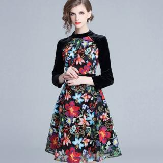 【a la mode 艾拉摩兒】黑絲絨插肩袖繁花綻放刺繡洋裝(S-2XL) 推薦  a la mode 艾拉摩兒
