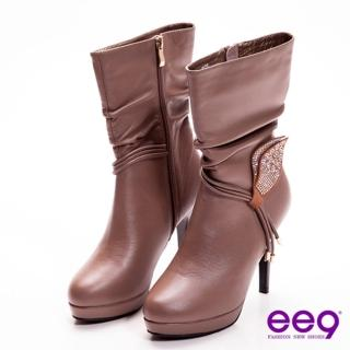 【ee9】心滿益足~都會精靈水鑽葉片垂綴牛皮抓皺高跟中筒靴~柔美可可(中筒靴)  ee9