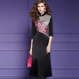 【a la mode 艾拉摩兒】高貴緞面雙色粉紅花叢刺繡洋裝(中大尺碼/M-4XL)強力推薦  a la mode 艾拉摩兒