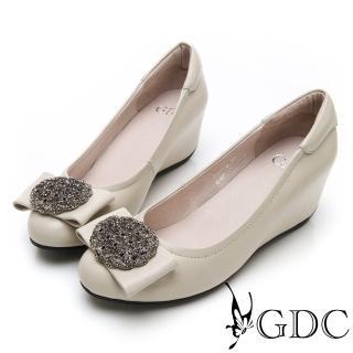 【GDC】真皮氣質典雅貴氣水鑽蝴蝶結圓頭內增高包鞋-米色(914756)好評推薦  GDC