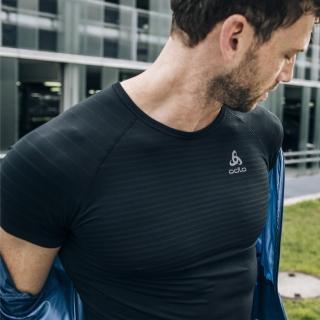 【ODLO】男 銀離子抗菌 排汗透氣 SEAMLESS 內層短袖(黑)強力推薦  ODLO