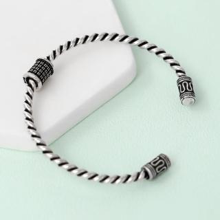 【玖飾時尚】銀飾 細緻雕紋麻花C型手環(手鍊)  玖飾時尚