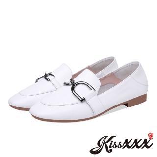 【KissXXX】全真皮經典D型釦飾造型低跟便鞋(白)好評推薦  KissXXX