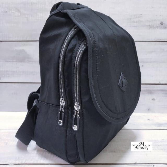 【Misstery】後背包防潑水前蓋片雙肩後背包-黑(進口防潑水面料-樹紋)