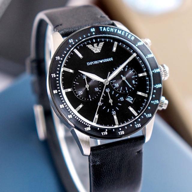 【EMPORIO ARMANI】亞曼尼 公司貨 Mario 型男典藏三眼計時皮革腕錶/黑x銀針(AR11243)