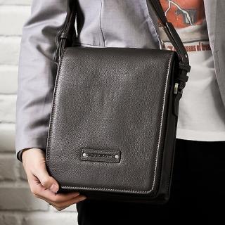 【Roberta Colum】時尚質感鉚釘軟牛皮實用長方形大容量斜背包(共2色)