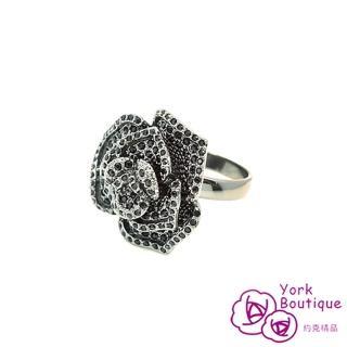 【約克精品】玫瑰LOGO施華洛元素晶鑽包黑銠金戒指(SGS認證)