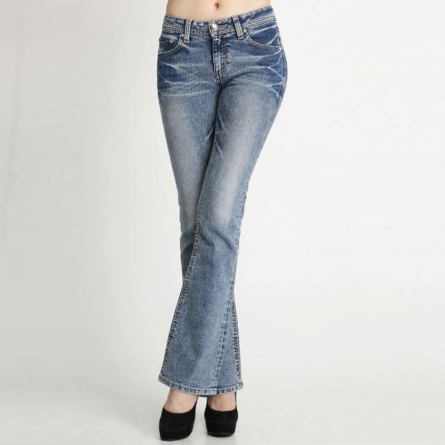 【BOBSON】女款縱向重刷紋小喇叭褲(淺藍58)