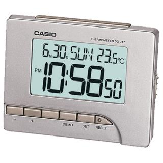 【CASIO 卡西歐】科技感多功能電子鬧鐘(銀灰-DQ-747-8)