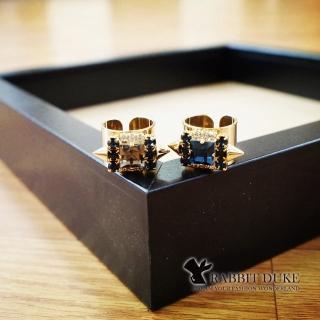 【RD 兔子公爵】現貨 經典歐美風格 個性彩色大方鑽拼接藍鑽三角鉚釘戒指(二色)