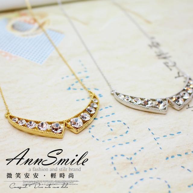 【微笑安安】韓製水鑽三角領結造型項鍊(共2色)