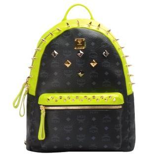 【MCM】鉚釘飾邊塗層帆布拉鍊後背包中(4SVE46-BK001 螢光綠X黑)