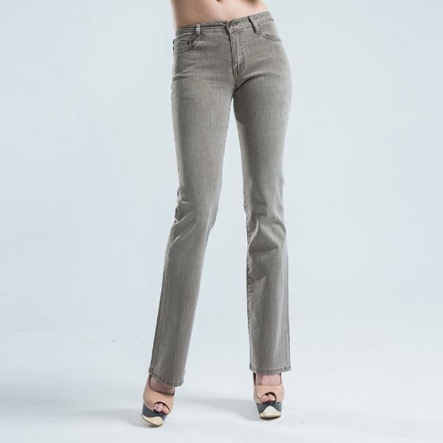 【BOBSON】超低腰雙向結紗伸縮小喇叭褲(淺咖)