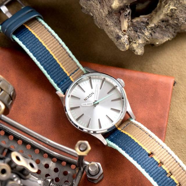 【NIXON】THE SENTRY 精品潮流設計指針錶-湖水綠針(A426-2083)