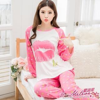 【I-meteor日系】PA2554全尺碼-牛奶絲棒球式長袖滿版唇印二件式睡衣組(迷人桃粉)