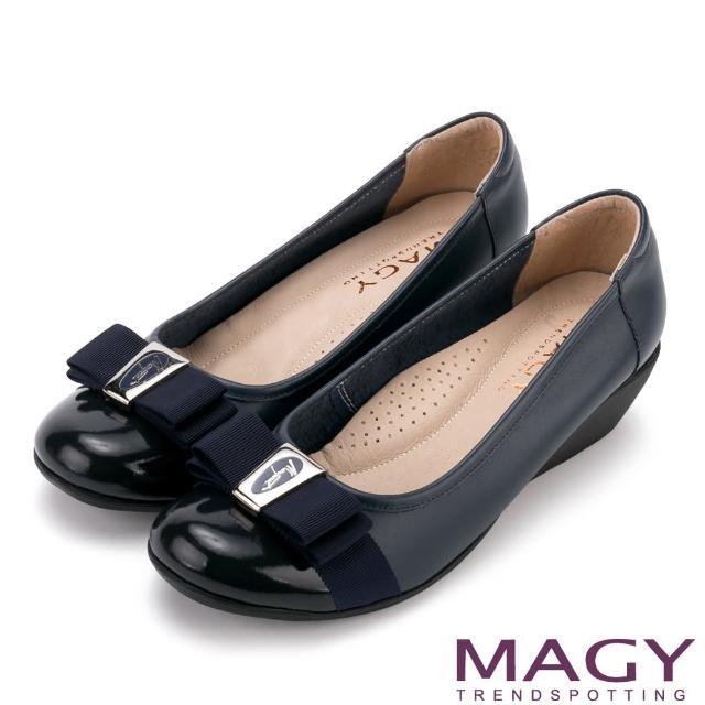 【MAGY瑪格麗特】經典新風貌 LOGO織帶蝴蝶結牛皮楔型鞋(深藍)