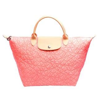 【LONGCHAMP】ILLUSION三角幾何花紋短把購物包(中-珊瑚紅1623622-313)
