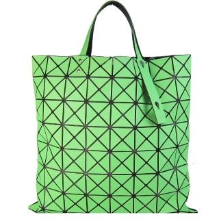 【ISSEY MIYAKE 三宅一生】BAOBAO幾何方格8x8手提包(霧面螢光綠)