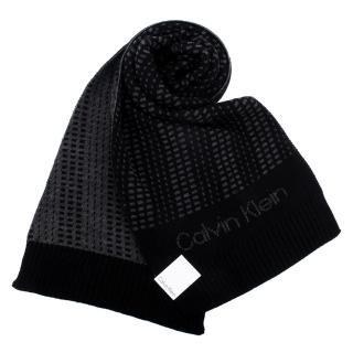 【Calvin Klein】幾何撞色斜紋休閒雙面圍巾(黑/灰色)