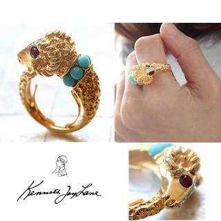 【Kenneth Jay Lane】好萊塢巨星最愛 魔羯戒指 鑲白鑽土耳其藍珠珠(可調式彈性戒圍)