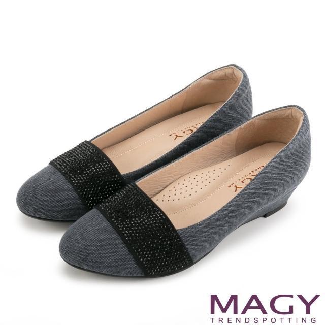 【MAGY瑪格麗特】復古上城女孩 質感布料鬆緊帶楔型低跟鞋(藍灰)