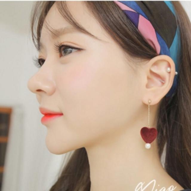 【梨花HaNA】韓國炒雞俏皮愛心小珍珠毛球耳環