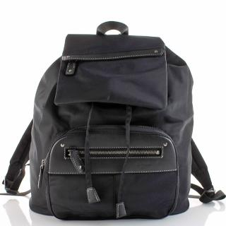 【agnes b.】輕量材質 皮標尼龍後背包(黑色)