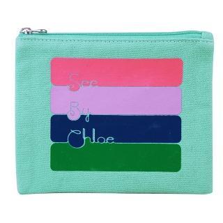 【See By Chloe】經典造型色彩隨興草寫LOGO設計帆布拉鏈手拿包(小/綠)