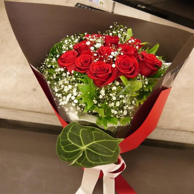 【Santa Ana】熱情紅玫瑰(主花為紅玫瑰及滿天星)
