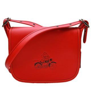 【COACH】MICKEY 迪士尼聯名款全皮大款馬鞍郵差包(紅色)